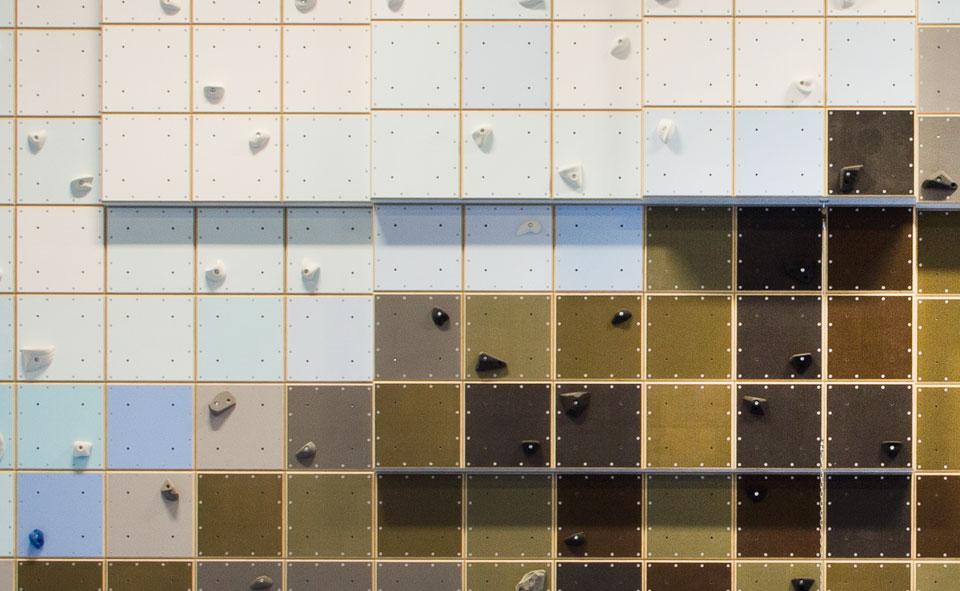 Detaljbild av klättervägg, Torshallen, Torslanda av konstnär Fredrik Norén